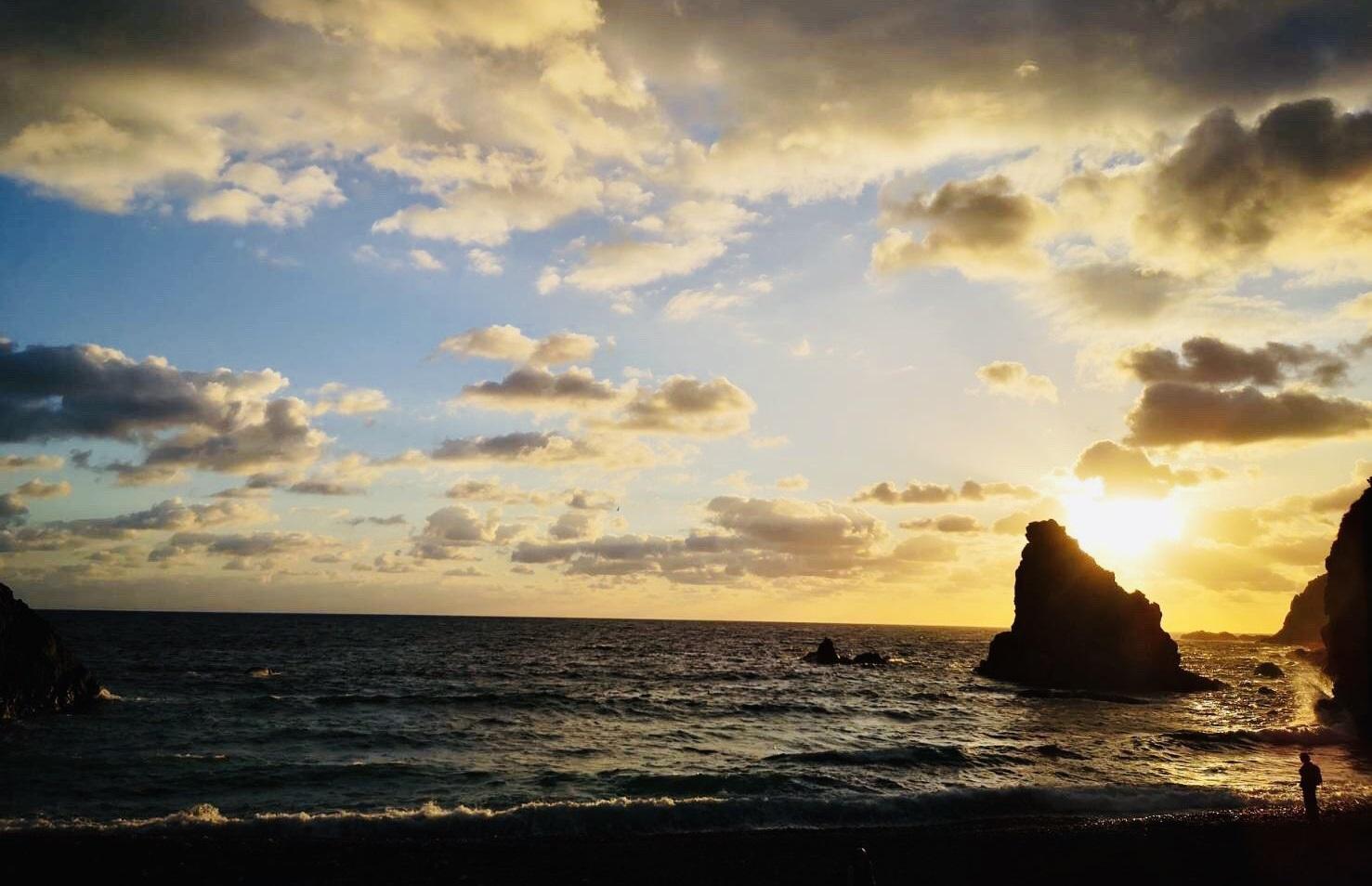 日曜劇場【天国と地獄-サイコな2人-】3話のネタバレ!奄美大島の月と太陽の伝説